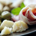 prosciutto crudo, parmigiano e altro cibo italiano Ad personam